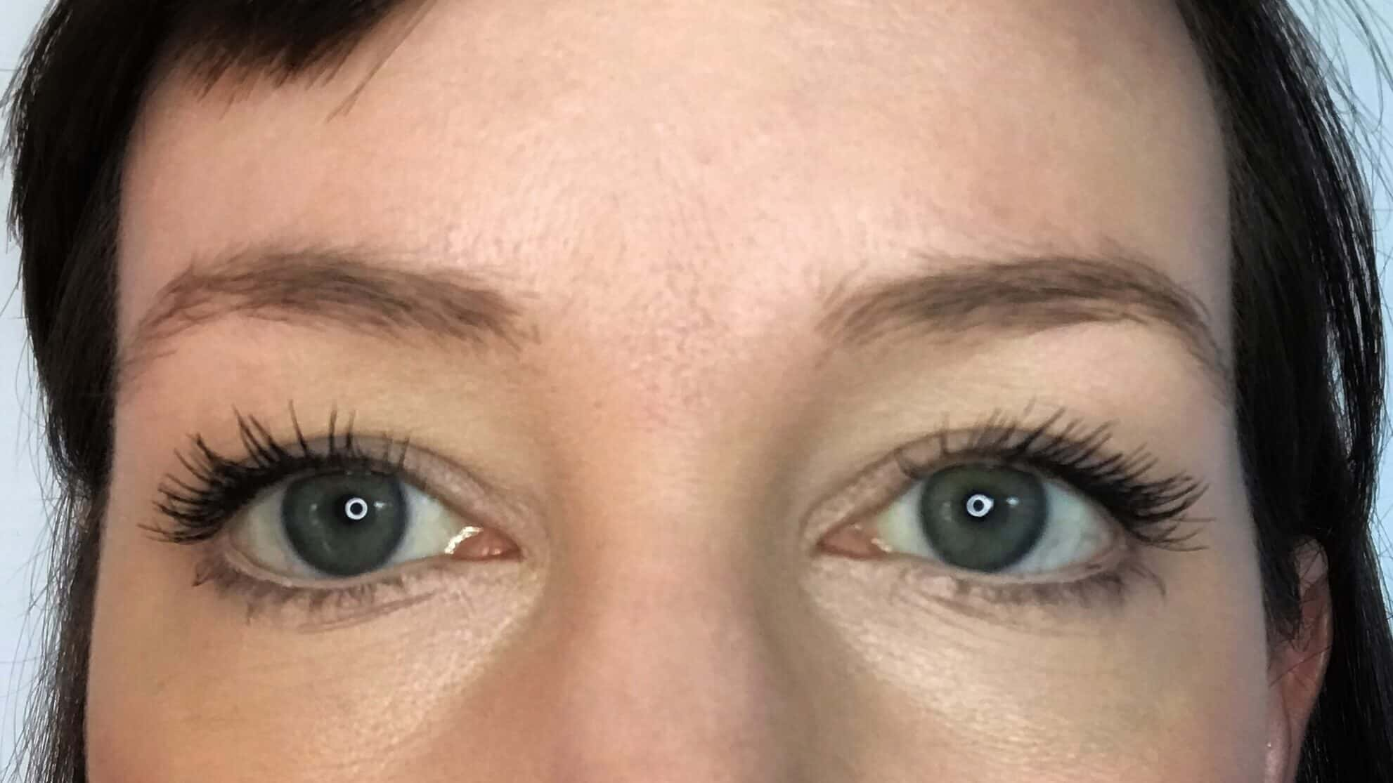 Naked eyebrows before make-up to make them look fuller