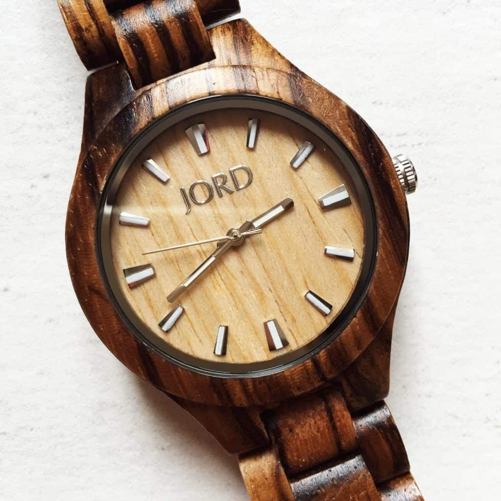 Review Wooden Wrist Watch Jord Close Up