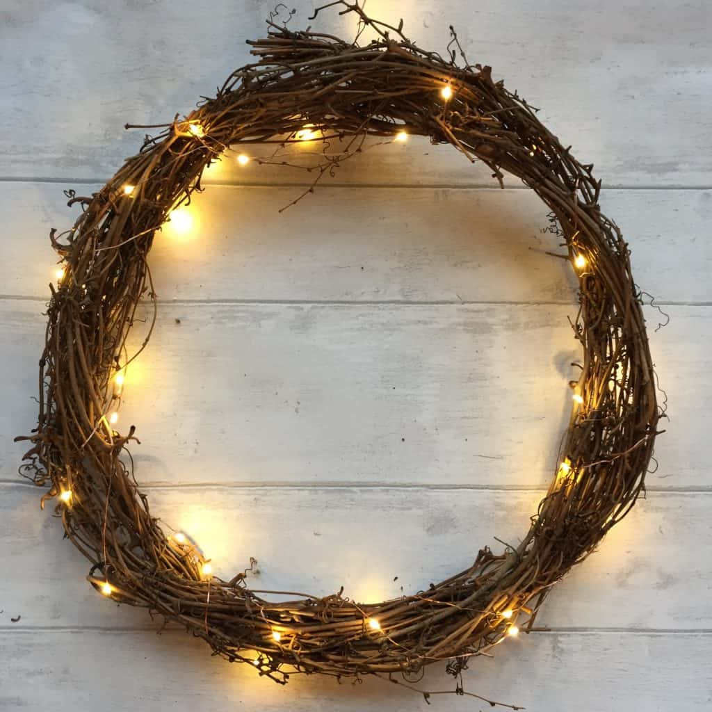 Simple Christmas wreath with copper lights