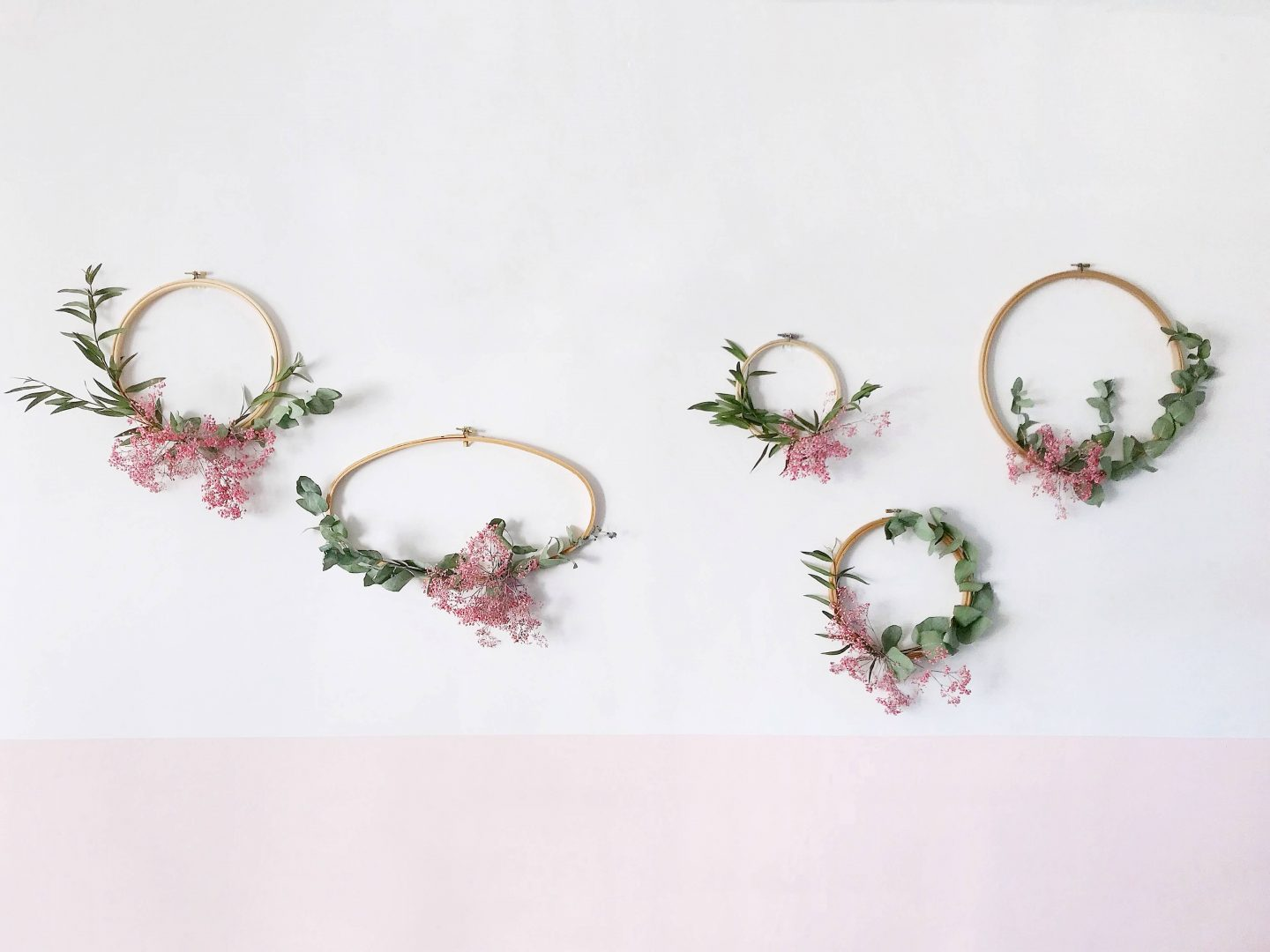 How to make winter wreaths with emboridery hoops and foliage