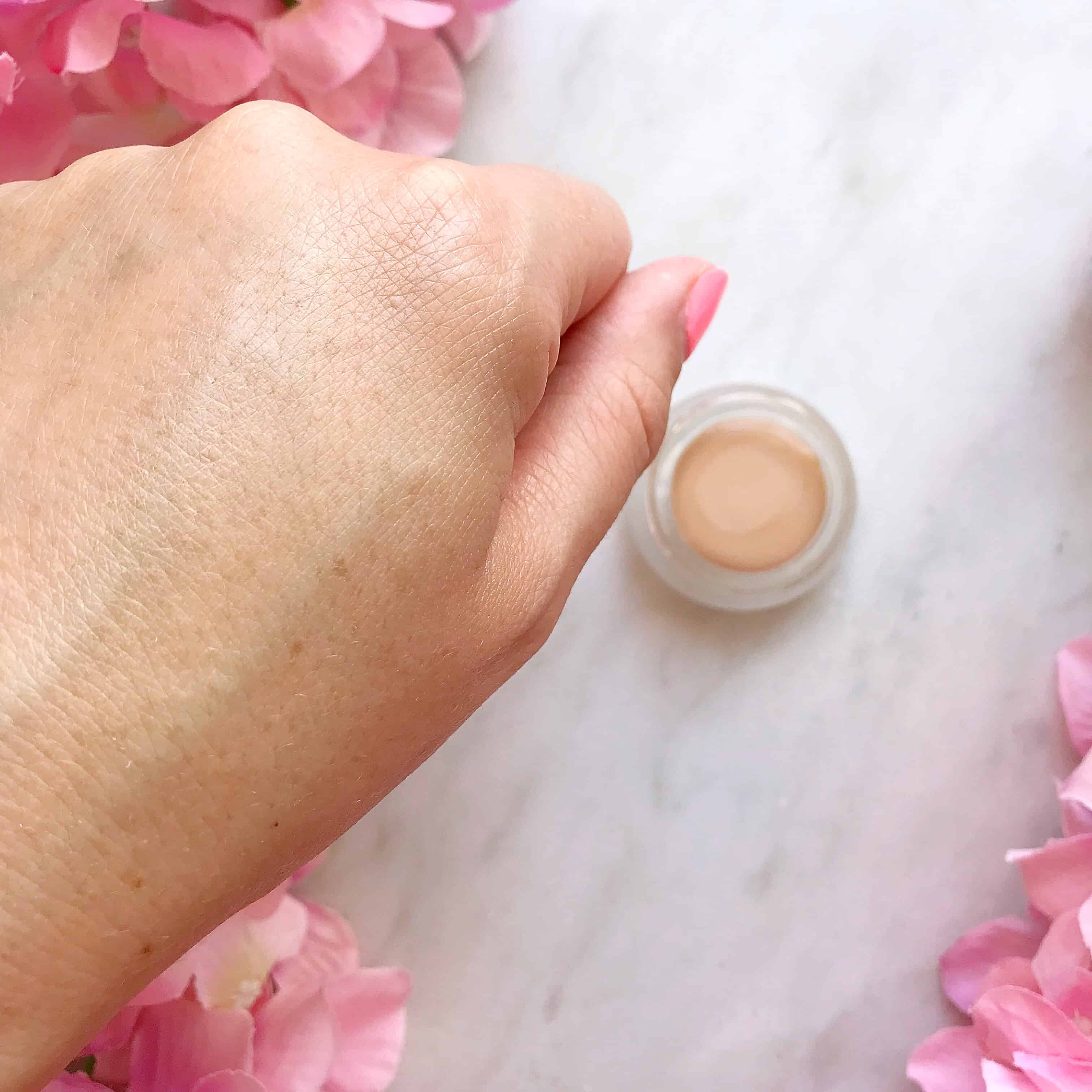 Hynt Beauty Duet Perfecting Concealer blended inHynt Beauty Duet Perfecting Concealer blended in