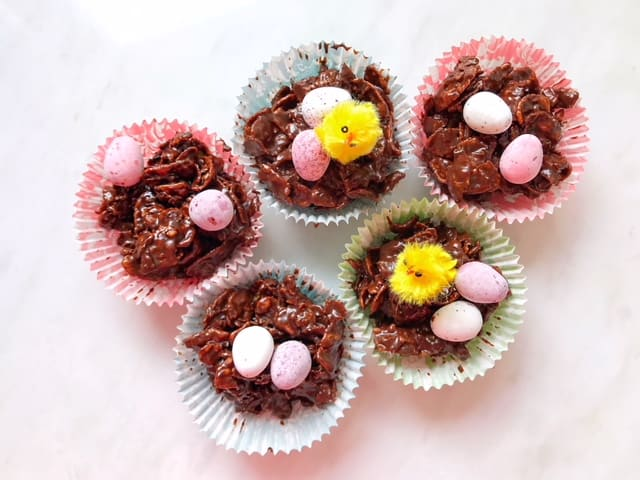 How to make easy 5 ingredient Easy 5 Ingredient chocolate cornflake Easter nests