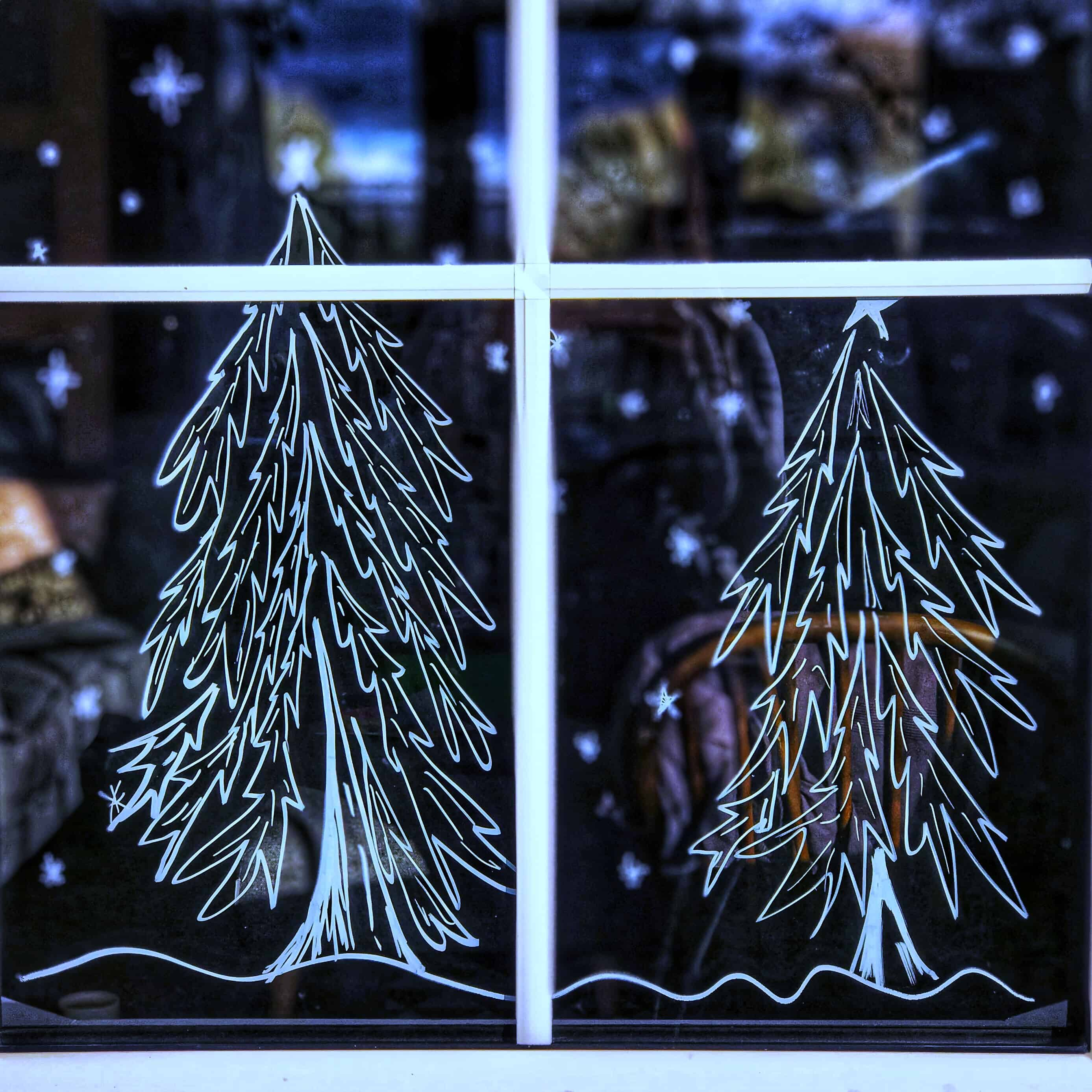 Decorate your windows with chalk pens for Christmas