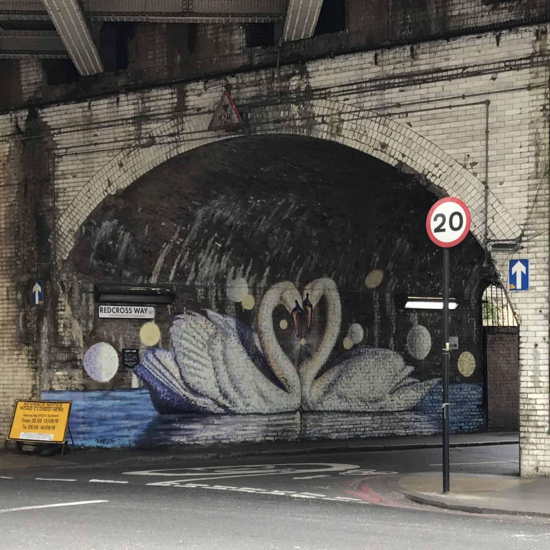 Swan graffiti